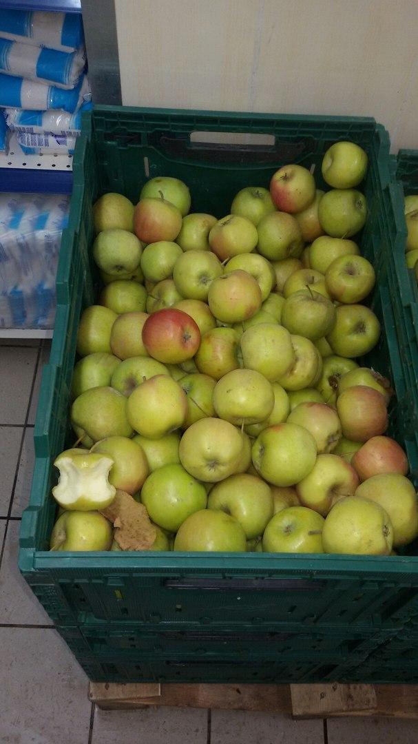 У херсонському супермаркеті продавали надкусане яблуко - фото 1