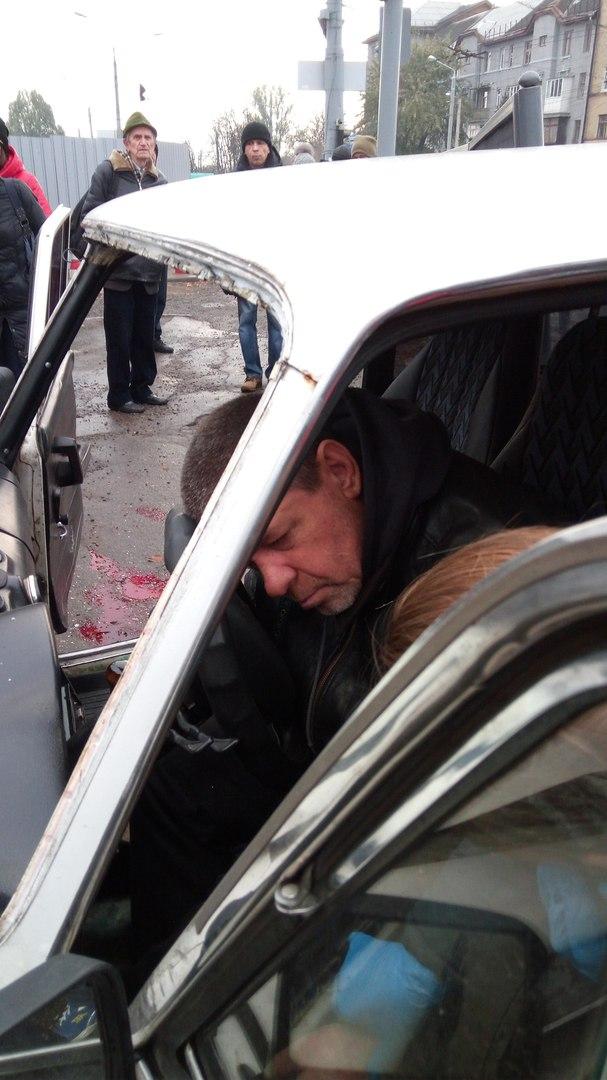 У Харкові автомобіль збив на тротуарі жінку - фото 2