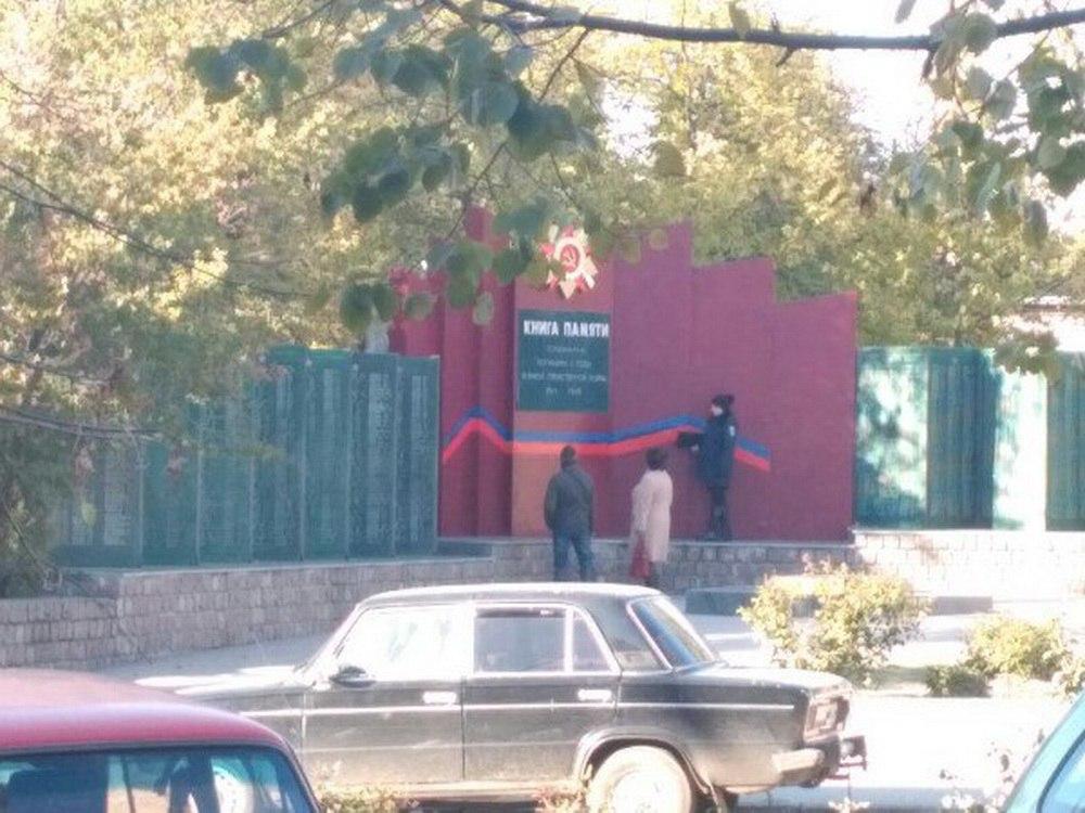 На Запоріжжі вандали-українофоби обмалювали два пам'ятники - фото 4
