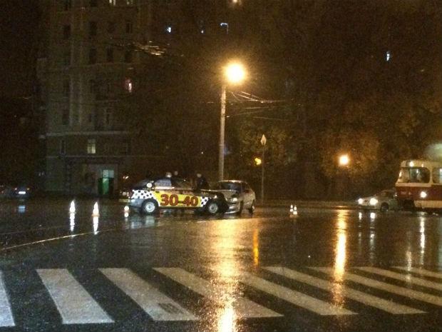 У Харкові в ДТП потрапив автомобіль відомої служби таксі - фото 1