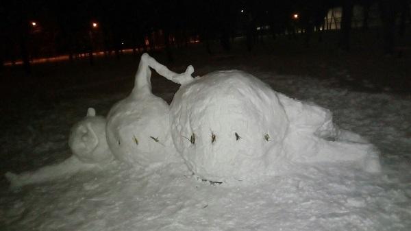 У Нікополі зліпили лежачого сніговика - фото 1