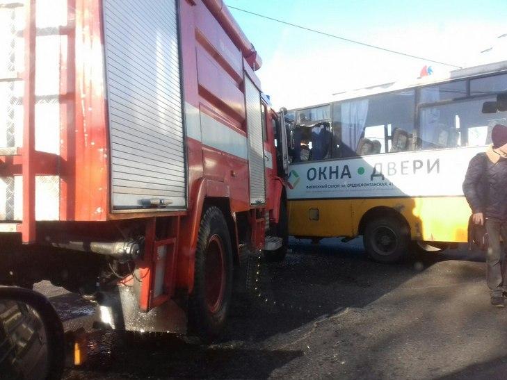 ДТП наТаирова: пожарная машина смяла маршрутку