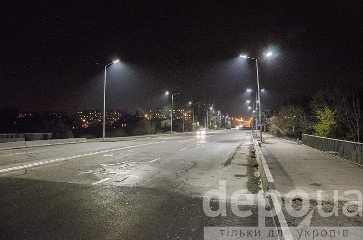 На проспекті Юності тепер сучасне освітлення, готують тротуари і велодоріжки - фото 1