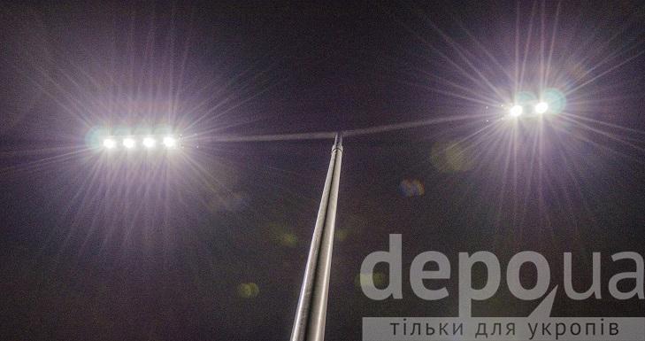 На проспекті Юності тепер сучасне освітлення, готують тротуари і велодоріжки - фото 3