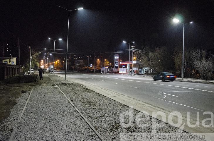 На проспекті Юності тепер сучасне освітлення, готують тротуари і велодоріжки - фото 5