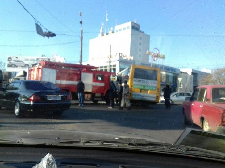 ВОдессе столкнулись маршрутка ипожарная машина
