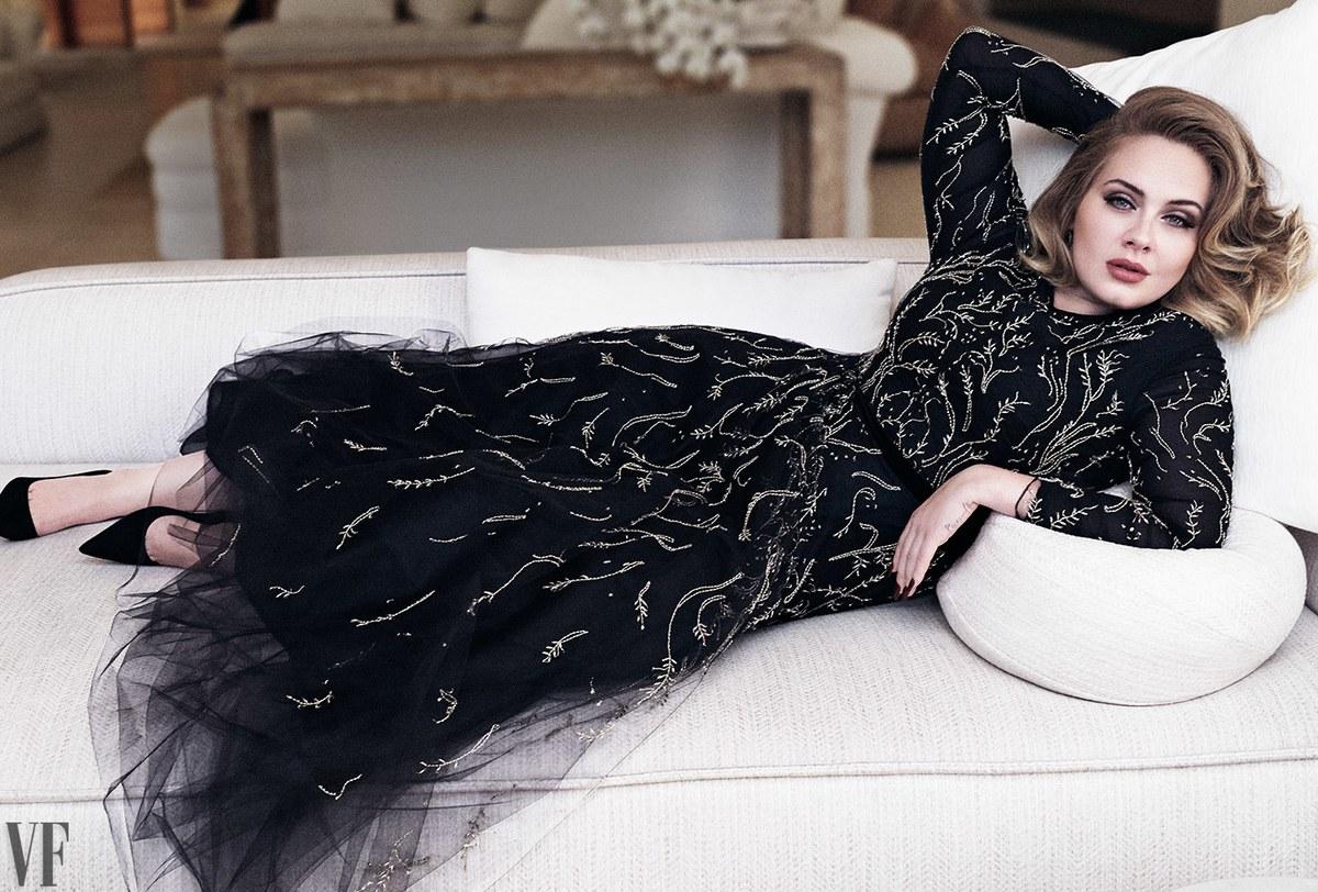 Схудла Адель у розкішній сукні показала фігуру - фото 2
