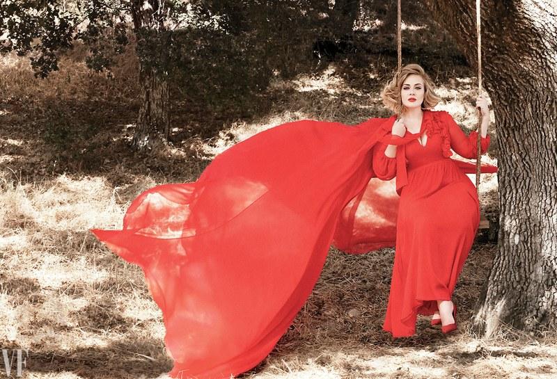 Схудла Адель у розкішній сукні показала фігуру - фото 1