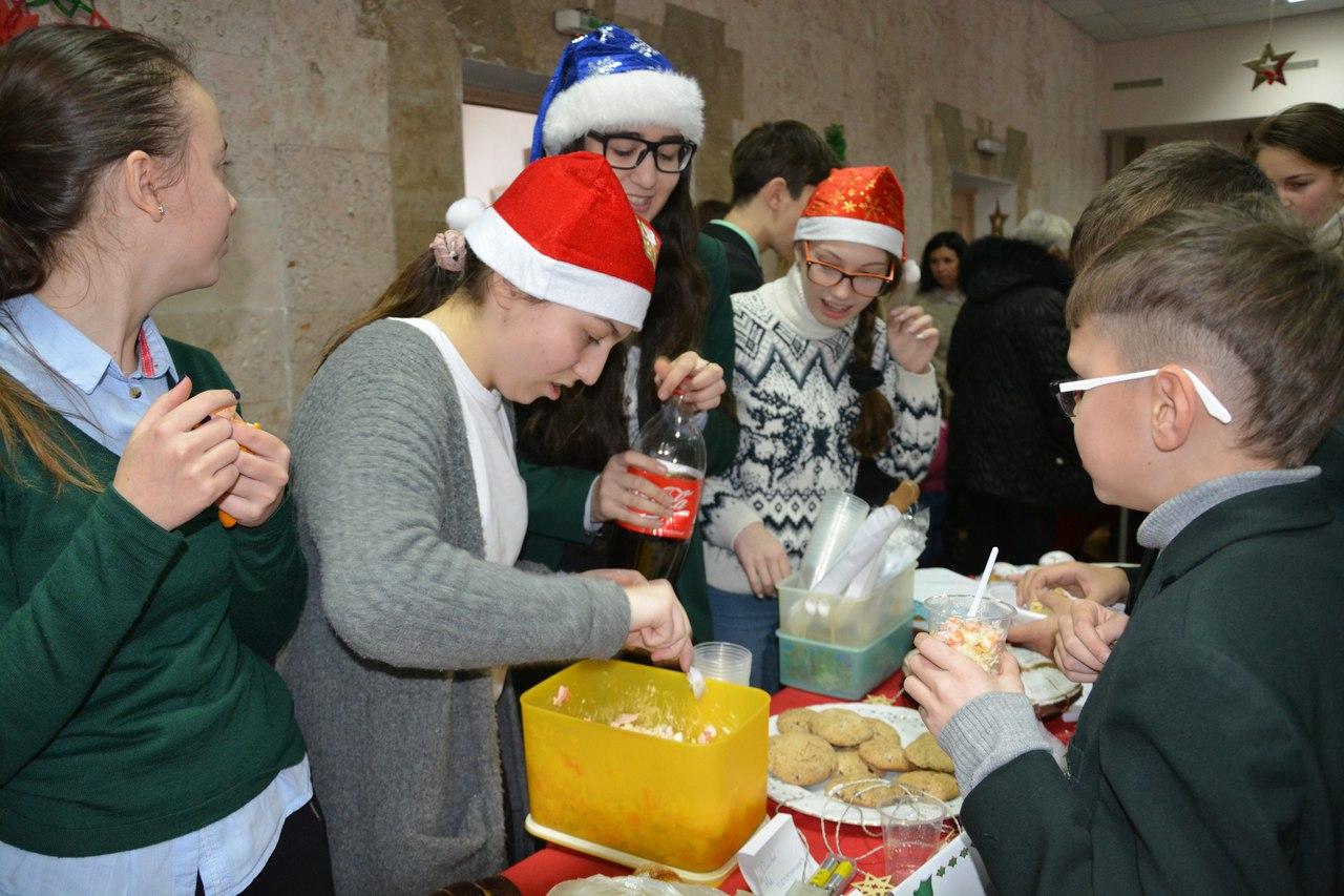 Миколаївські гімназисти влаштували благодійний ярмарок, щоб привітати онкохворих діток
