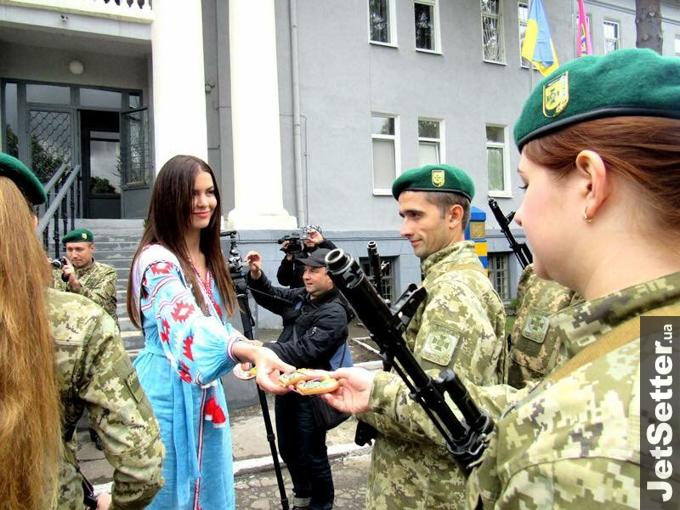 """Як """"Міс Україна-Всесвіт"""" гостювала у прикордонників - фото 2"""