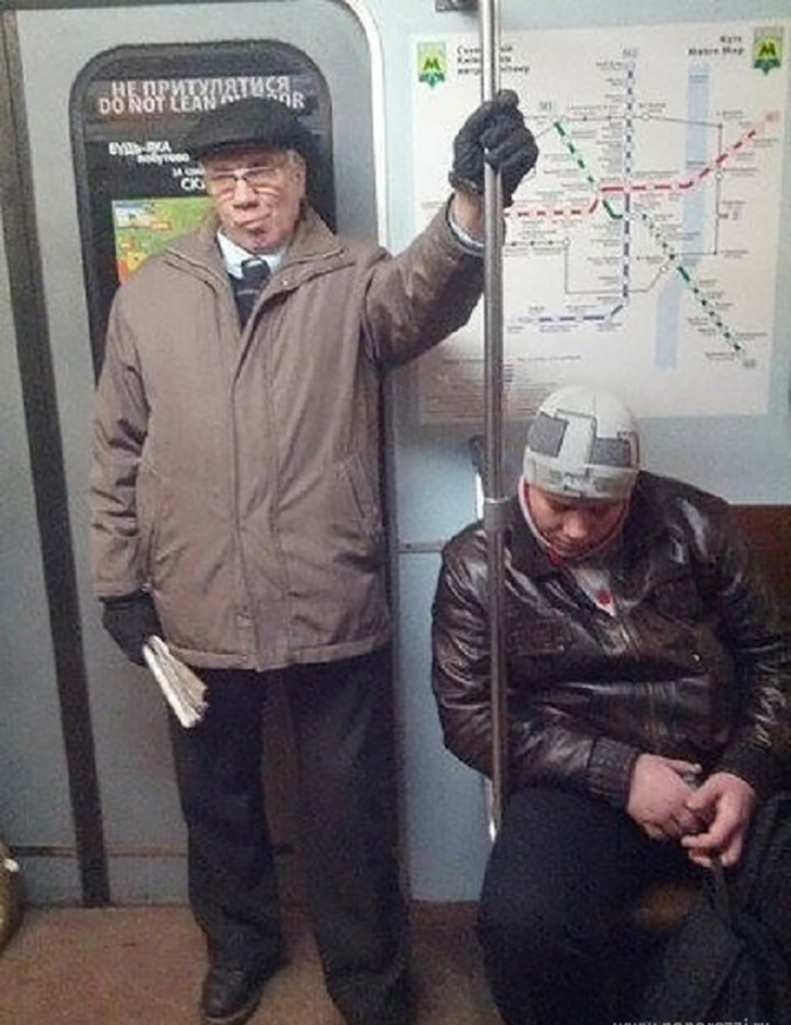 Порошенко, Обама, Путін... Кого ще можно зустріти у метро (ФОТОЖАБИ) - фото 3