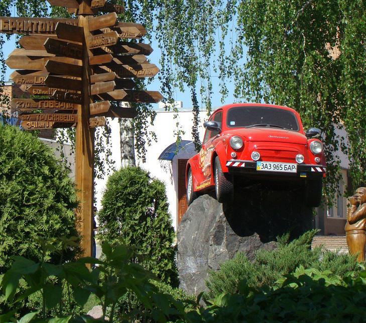 """У Бару автомобіль """"їде""""... по стіні - фото 3"""