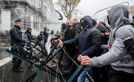 Лимони проти водометів: у Брюсселі військові побилися зі спецпризначенцями (ФОТО, ВІДЕО) - фото 1