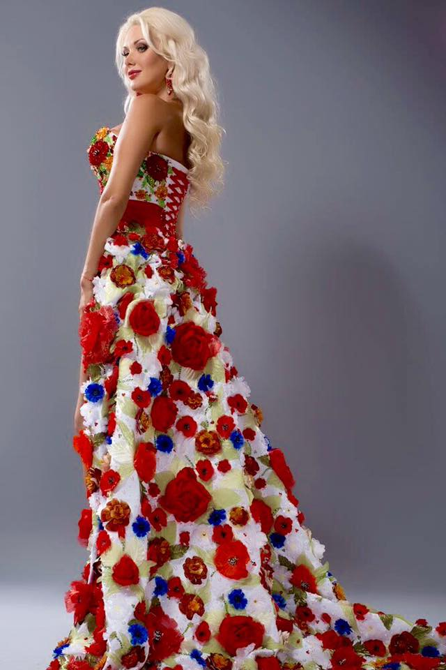 Бужинська здивувала незвичайною сукнею від букавинських майстринь - фото 1