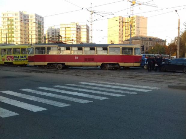 """У Харкові в районі Південного вокзалу – трамвайний """"дрифт"""" - фото 2"""