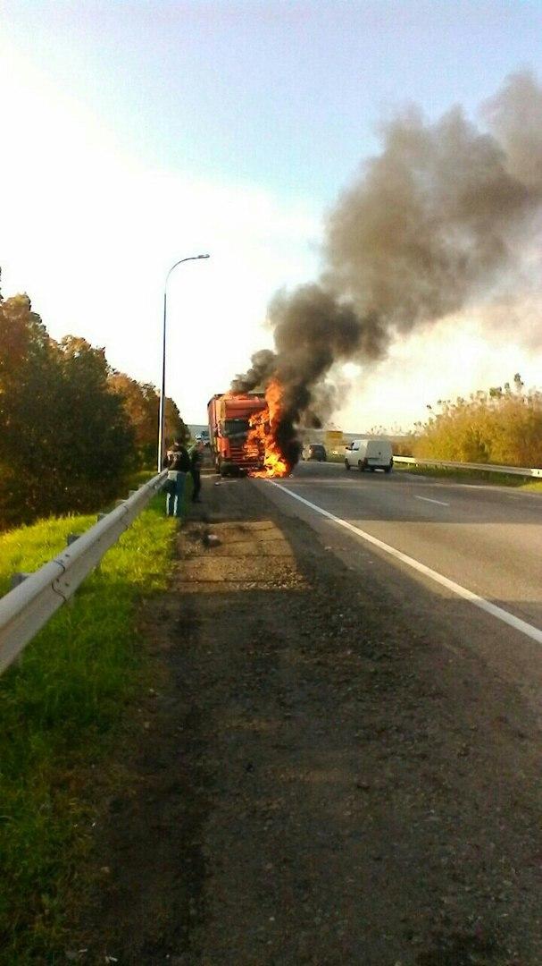 Сегодня на окружной дороге Харькова загорелась фура