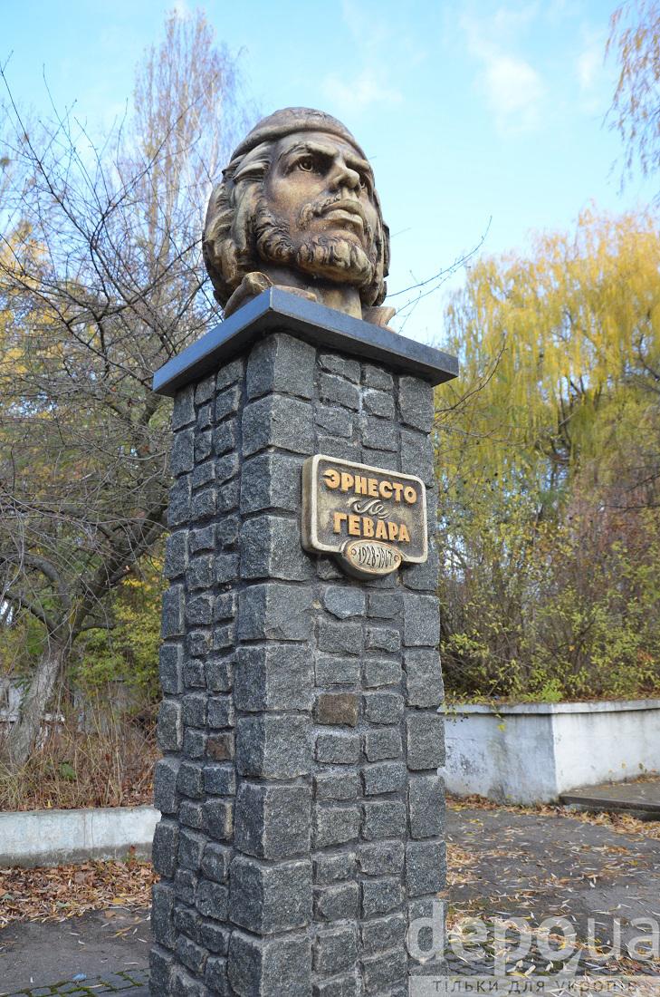 Перший в Європі пам'ятник революціонеру Че Геварі причаївся у Вінниці  - фото 2