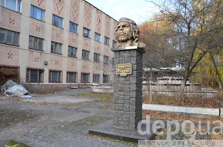 Перший в Європі пам'ятник революціонеру Че Геварі причаївся у Вінниці  - фото 1