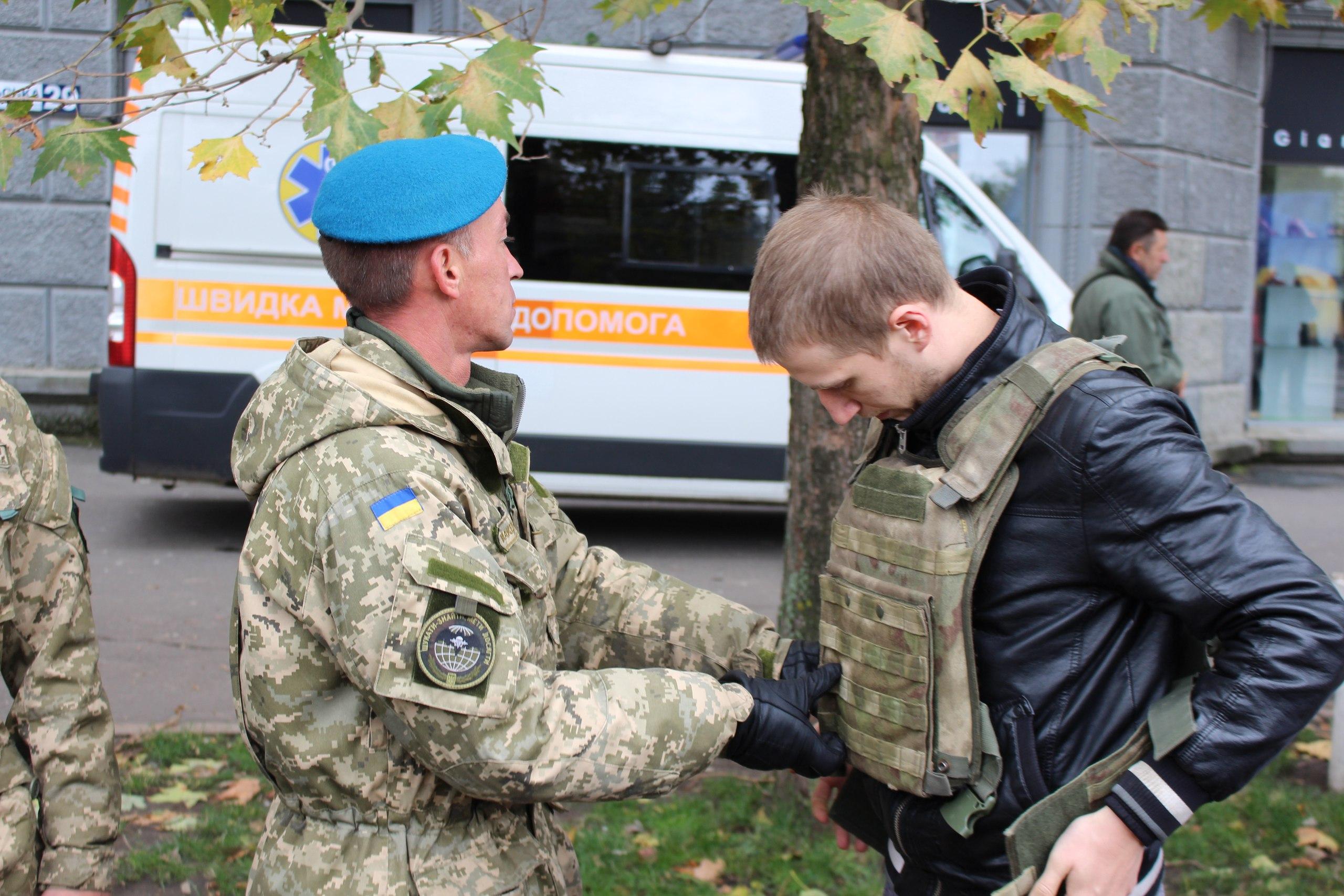 Миколаївці відсвяткували Покрову виставкою військової та рятувальної техінки