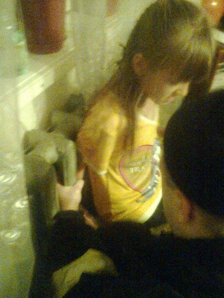 На Вінниччині восьмирічна дівчинка застрягла в батареї - фото 1