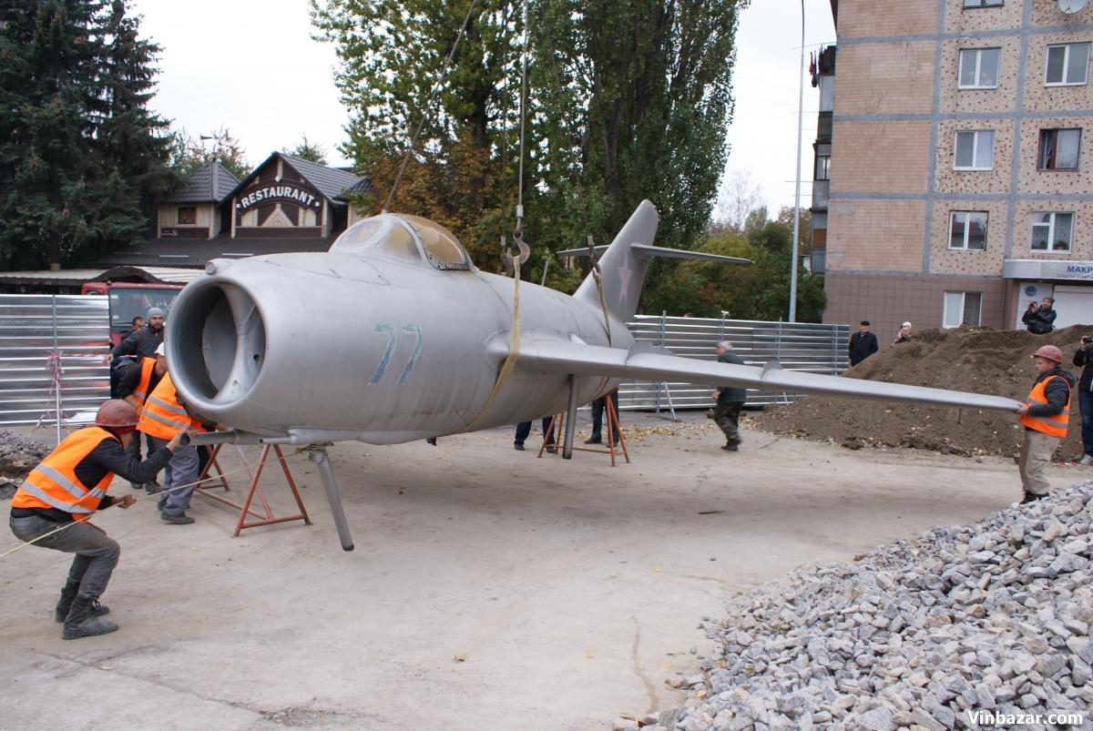 """Вінницький літак-пам'ятник готовий """"летіти"""" на постамент - фото 1"""