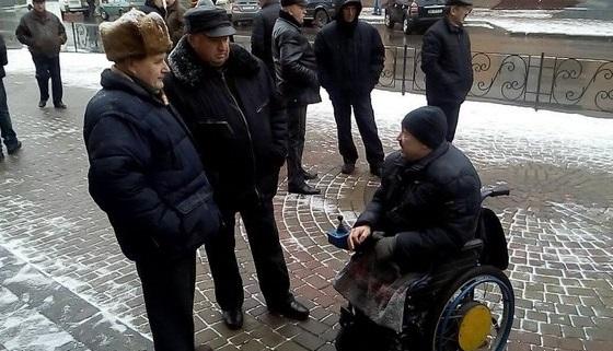У Вінниці пенсіонери міліції пікетують управління Нацполіції - фото 1