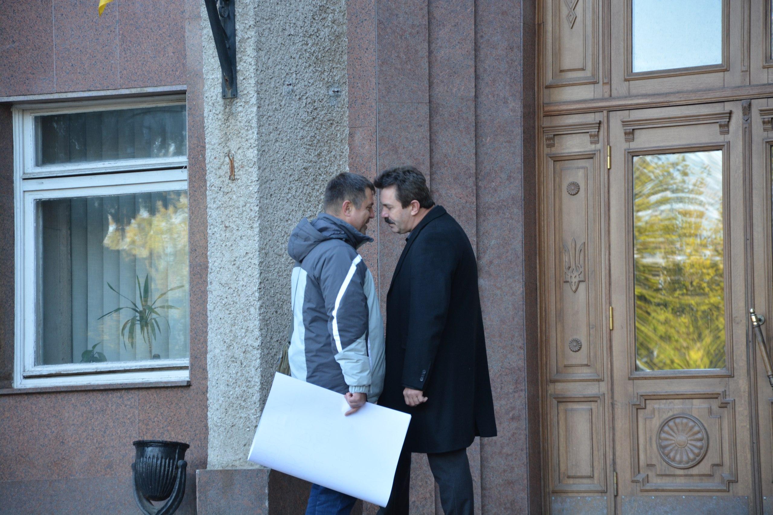 "Миколаївський активіст та депутат облради ""потерлися носами"""