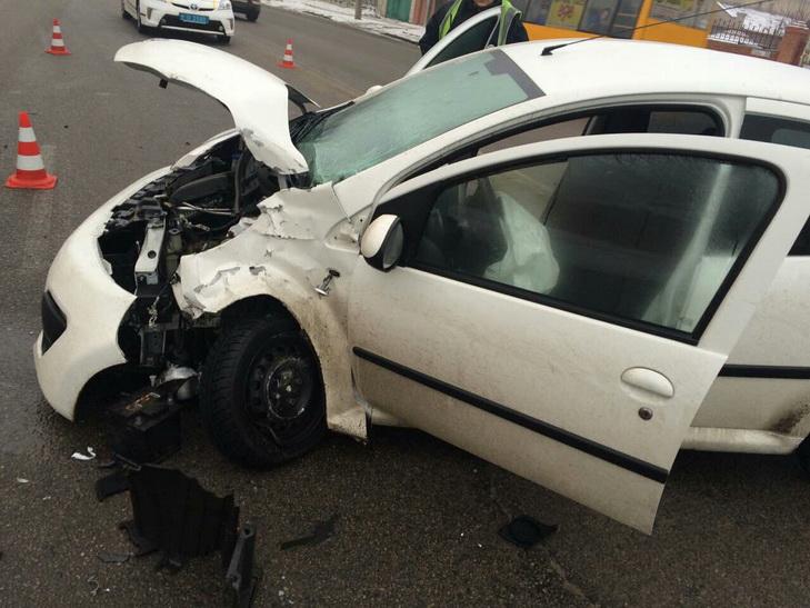 Ранок ДТП у Дніпрі: зіткнулося більше десятка автівок - фото 3