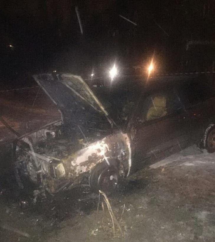У Кривому Розі чоловік живцем згорів у своєму авто - фото 1