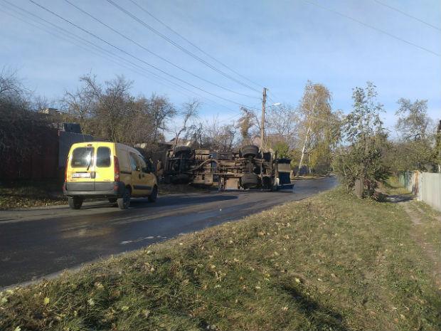 На Новій Баварії перекинулася вантажывка з цистерною для води (ФОТО) - фото 2