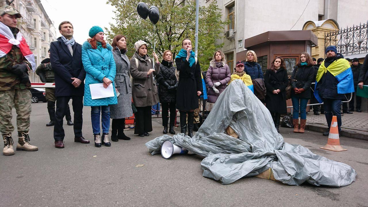"""""""Євромайданівці"""" прийшли до Порошенка захищати Горбатюка (ФОТО) - фото 1"""