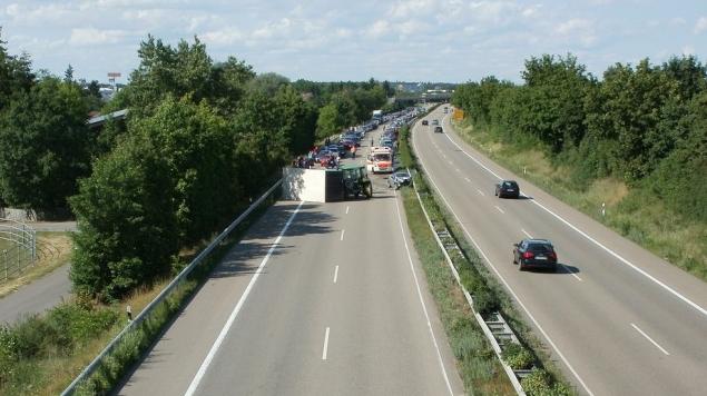 У Польщі мікроавтобус з українцями потрапив у ДТП, 16 постраждалих  - фото 1