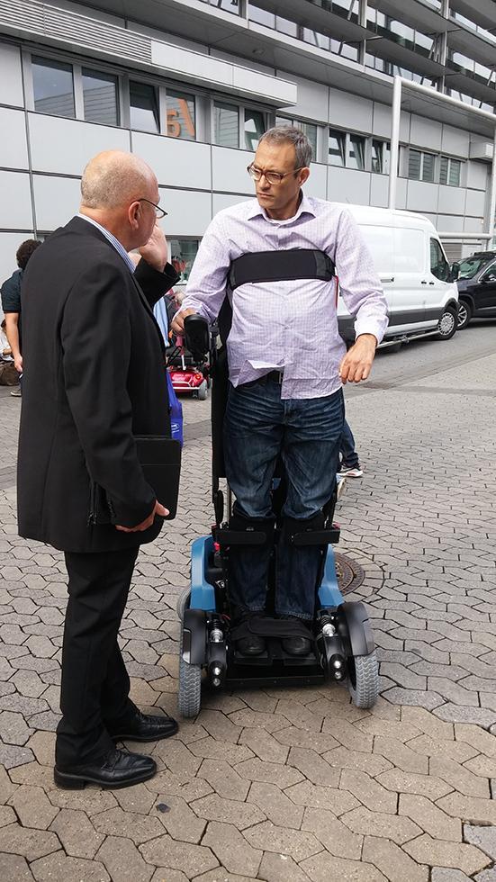 В Ізраїлі створили інвалідний візок, який дозволяє людині вставати - фото 1