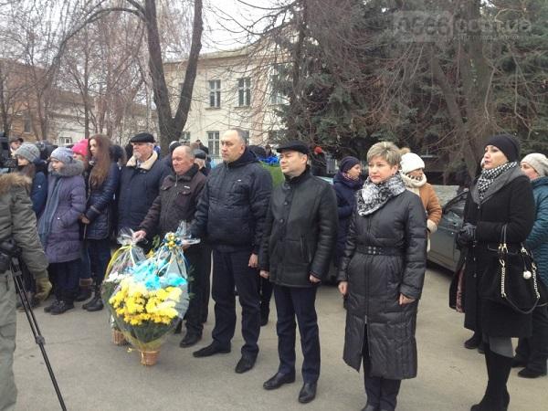 У столиці Західного Донбасу вшанували жертв Голодомору хрестом з лампадок   - фото 4