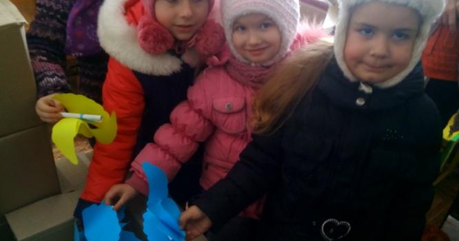 Маленькі козятинці зібрали подарунки українським захисникам  - фото 1