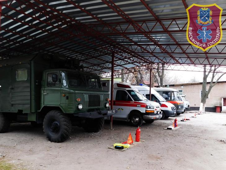 На чому возять поранених у військовий шпиталь Дніпра - фото 1