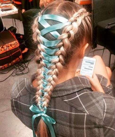 Як модниці заплітають волосся у корсети - фото 4