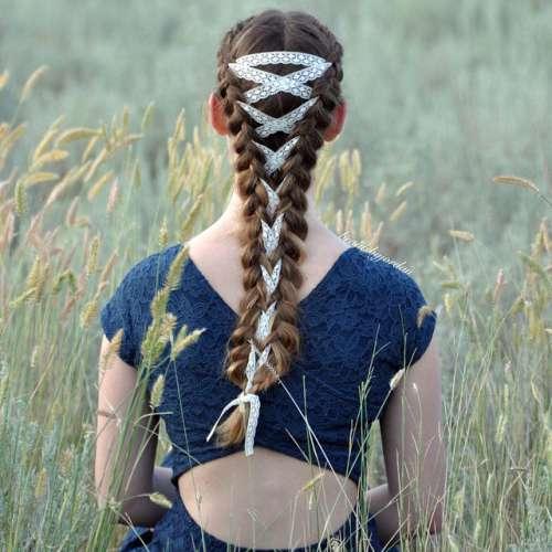 Як модниці заплітають волосся у корсети - фото 1