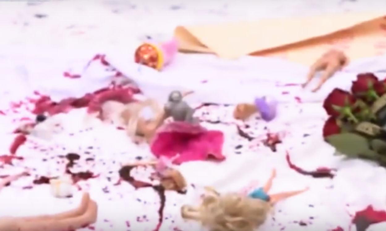 Через бомбардування Сирії під посольство Росії в Києві принесли закривавлені ляльки (ФОТО) - фото 1