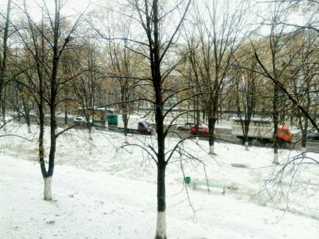У Харкові випав сніг (ФОТО) - фото 1
