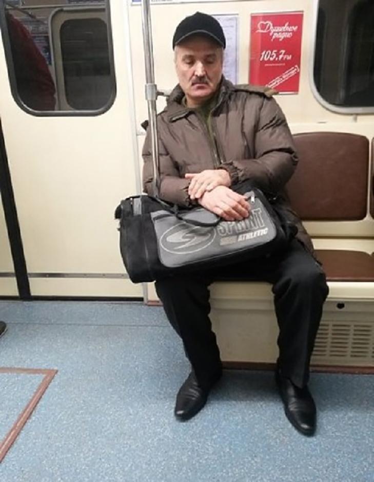 Порошенко, Обама, Путін... Кого ще можно зустріти у метро (ФОТОЖАБИ) - фото 10