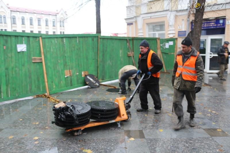Нові каналізаційні люки в Житомирі підписані шістьма мовами - фото 3