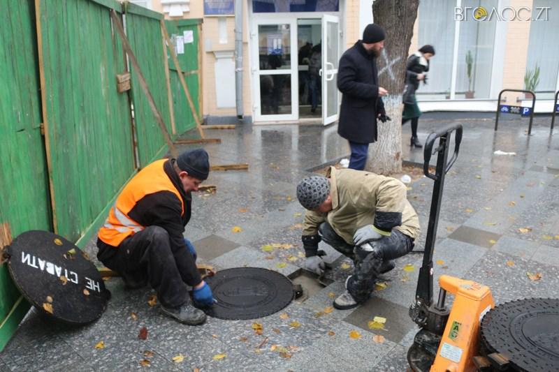 Нові каналізаційні люки в Житомирі підписані шістьма мовами - фото 4