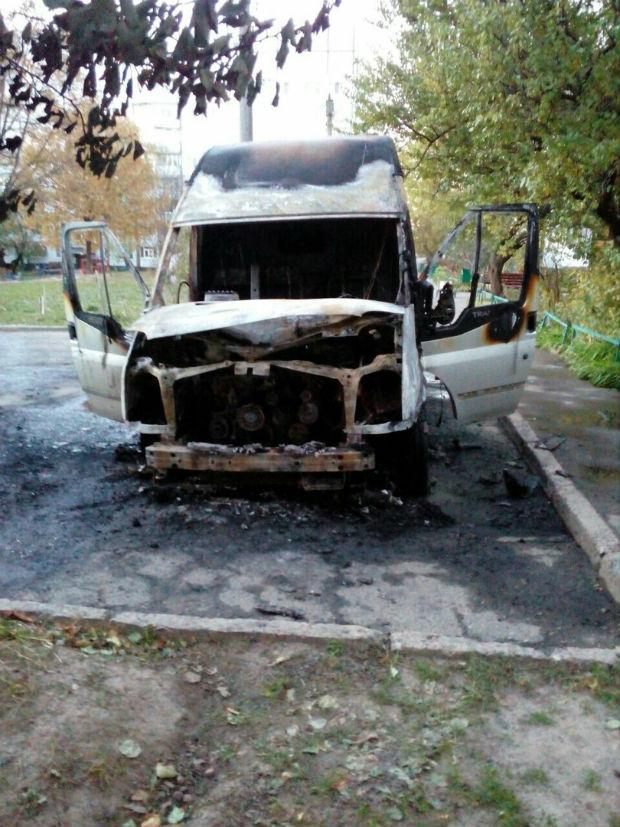 На Залютіно згоріли малолітражка та бус (ФОТО) - фото 3