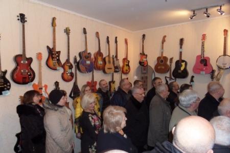 Двоє братів з прикордонного міста збирають гітари - фото 3