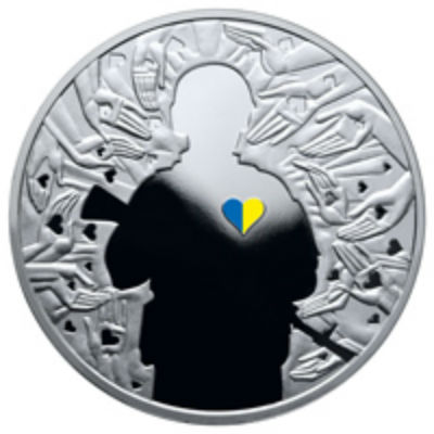 Нацбанк випустив монету з солдатом, у якого серце праворуч (ФОТО) - фото 1