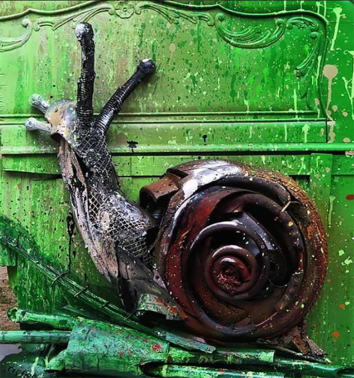 Художник перетворює купи сміття в неймовірні скульптури тварин - фото 15