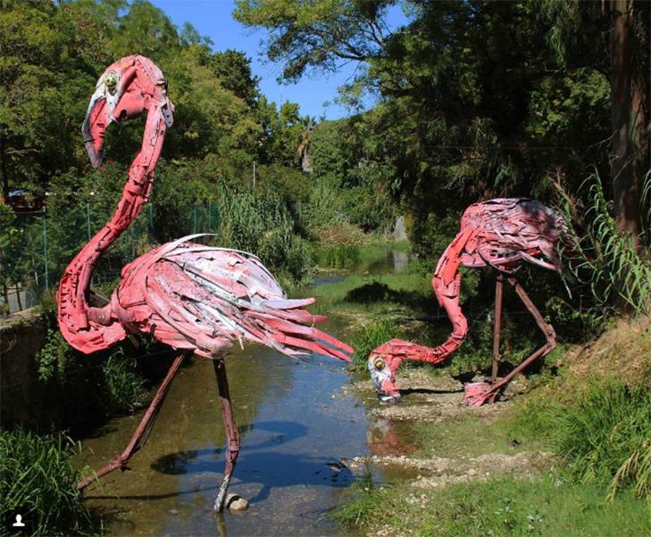 Художник перетворює купи сміття в неймовірні скульптури тварин - фото 2