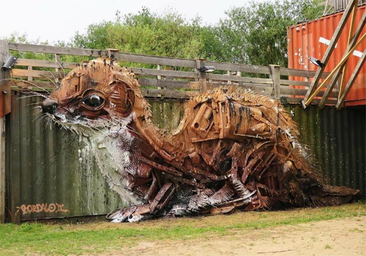 Художник перетворює купи сміття в неймовірні скульптури тварин - фото 11