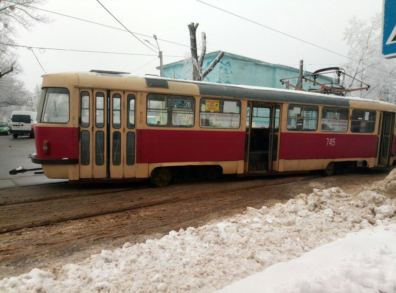 У центрі Харкова трамвай не втримався на рейках (ФОТО)  - фото 1
